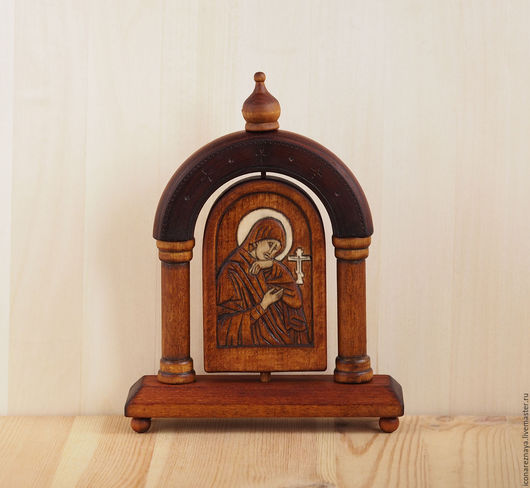 `Матерь Божия `Ахтырская`- настольная икона в киоте. Богородица. Божья Матерь `Ахтырская`. Резная икона.