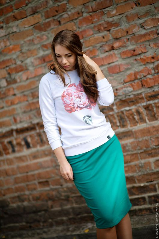 Трикотажная юбка удобна в любой сезон. Кстати, расцветок трикотажа у нас великое множество.