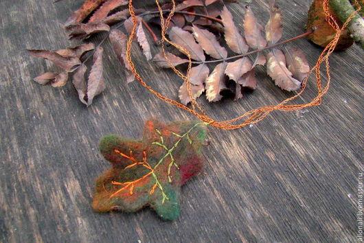 """Кулоны, подвески ручной работы. Ярмарка Мастеров - ручная работа. Купить """"Дубовый лист"""" из шерсти на медных вязанных шнурах. Handmade."""
