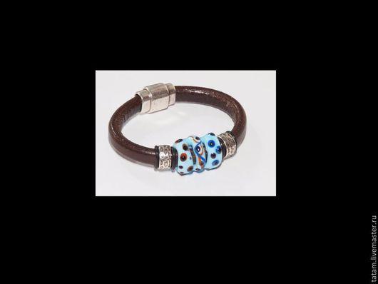 В этом браслете регализ использована классическая цветовая гамма, бирюзово-голубой и коричневый. 2400 руб.