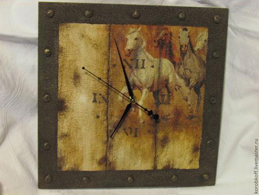 """Часы для дома ручной работы. Ярмарка Мастеров - ручная работа. Купить часы настенные """"Степные кони"""". Handmade. Бежевый, табун"""