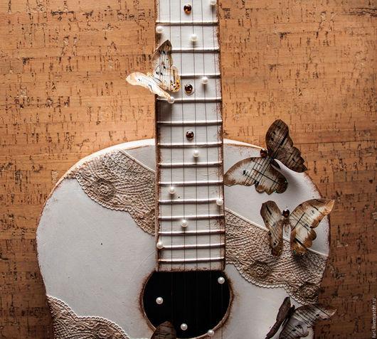 Элементы интерьера ручной работы. Ярмарка Мастеров - ручная работа. Купить Декоративная гитара. Handmade. Белый, винтаж, декупажные материалы
