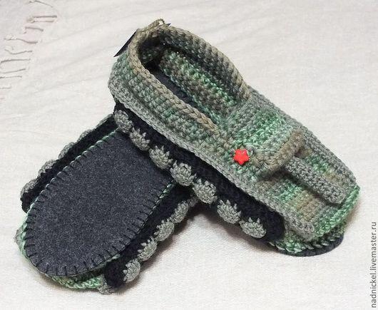 """Обувь ручной работы. Ярмарка Мастеров - ручная работа. Купить Тапки """"ТАНКИ"""" камуфляж, крючком. Handmade. Тапочки домашние, пуговица"""