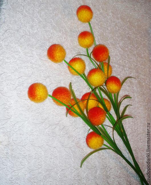 Ветка для декора и интерьера шарики из пенопласта желто-красные. На ветке 5 голов шариков D-6-7см. Очень красиво смотрится в  вазе в кол-ве 3-х веток.