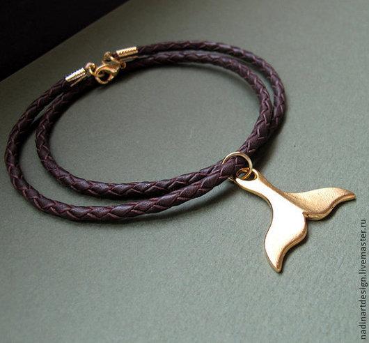 Плетёное ожерелье с подвеской
