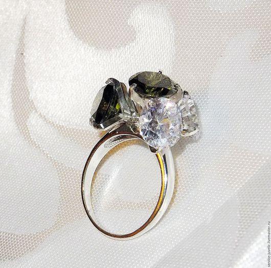 Кольца ручной работы. Ярмарка Мастеров - ручная работа. Купить Дизайнерское серебренное кольцо с Хризолитами. Handmade. Тёмно-зелёный