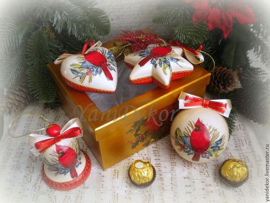 Набор елочных игрушек декупаж Кардинал. Набор елочных украшений. Елочные игрушки. Елочные украшения. Подарок на Новый год.