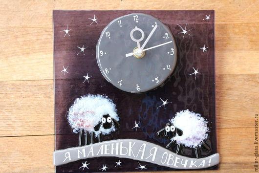 Часы для дома ручной работы. Ярмарка Мастеров - ручная работа. Купить Часы с овцами. Фьюзинг. Handmade. Тёмно-фиолетовый, овечка