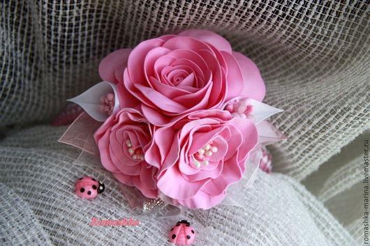 Букет цветов на обруче из фоамирана в розовом цвете.\r\nРабота Покусаевой Марины (Romashka).\r\nЯрмарка Мастеров