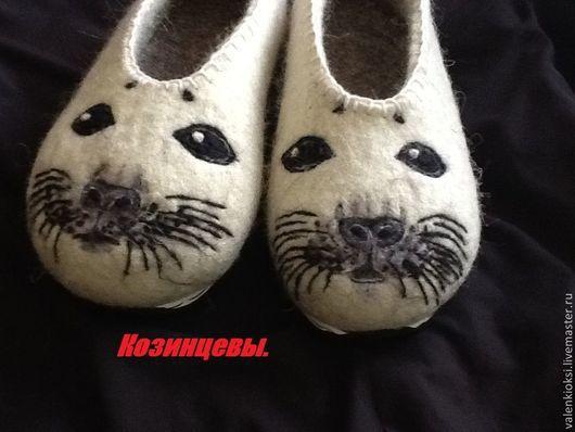 """Обувь ручной работы. Ярмарка Мастеров - ручная работа. Купить Тапочки """"Нерпа"""". Handmade. Чёрно-белый, тапочки домашние"""