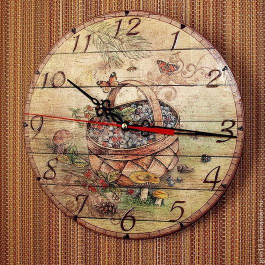 """Часы для дома ручной работы. Ярмарка Мастеров - ручная работа. Купить Часы настенные """"Ягодное лукошко"""". Handmade. Часы"""