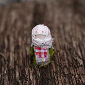 """Куклы и игрушки ручной работы. Ярмарка Мастеров - ручная работа Куколка-брошь""""Горошинка"""", (Народные - куклы). Handmade."""