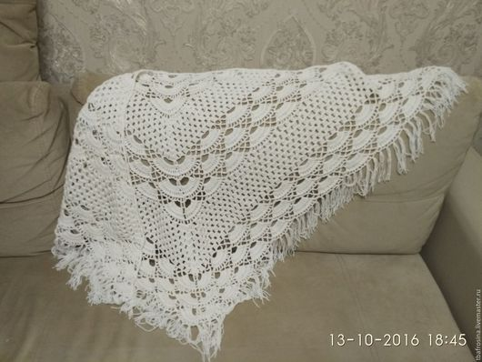 Красивая нежная шаль, которая согреет и в прохладную погоду.
