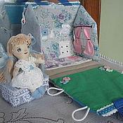 Куклы и игрушки ручной работы. Ярмарка Мастеров - ручная работа кукольный домик в дорогу с куклой. Handmade.