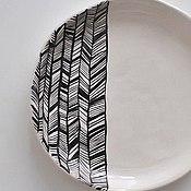 Посуда ручной работы. Ярмарка Мастеров - ручная работа тарелка белая с черным абстрактным узором. Handmade.