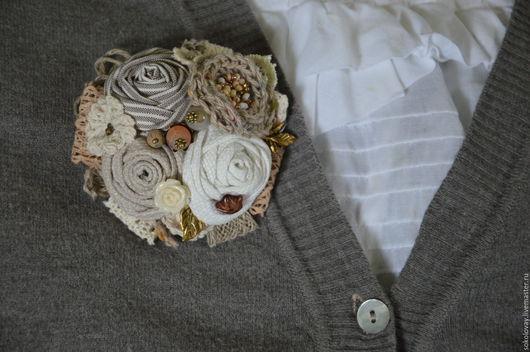 Броши ручной работы. Ярмарка Мастеров - ручная работа. Купить Брошь текстильная В цвете льна. Handmade. Брошь, броши