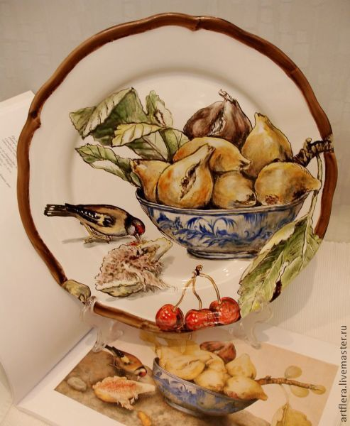The painted porcelain.Painted porcelain plates. ' Figs in the dish and the bird', Plates, Kazan,  Фото №1
