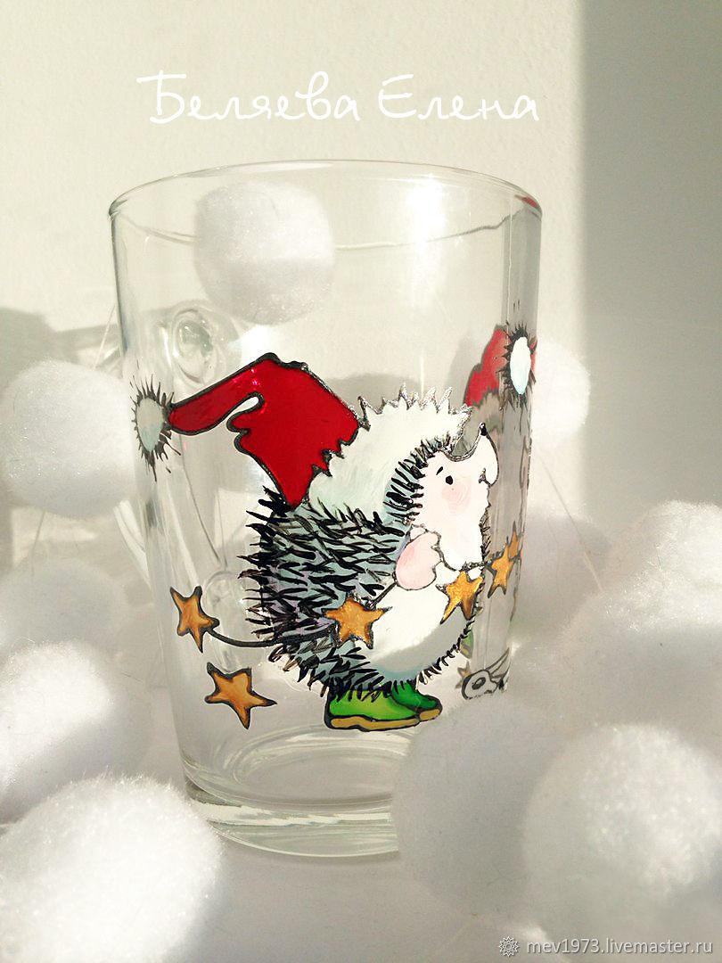 Кружка `Ежики` будет отличным подарком на Новый Год ребенку, девушке или женщине.