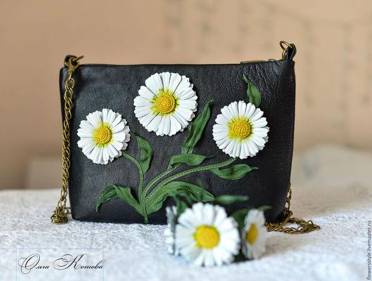 Женские сумки ручной работы. Ярмарка Мастеров - ручная работа. Купить Женская черная сумка из кожи Белые ромашки в стиле DG. Handmade.
