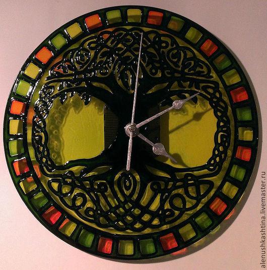 """Часы для дома ручной работы. Ярмарка Мастеров - ручная работа. Купить Часы настенные """"Дерево"""". Handmade. Зеленый, Роспись по стеклу"""