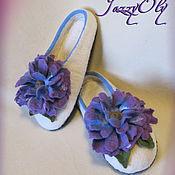 Обувь ручной работы. Ярмарка Мастеров - ручная работа Валяные тапочки с пышным цветком. Handmade.