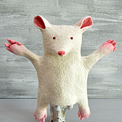 Войлочная игрушка ручной работы. Ярмарка Мастеров - ручная работа Перчаточная войлочная игрушка: Белая мышь. Handmade.