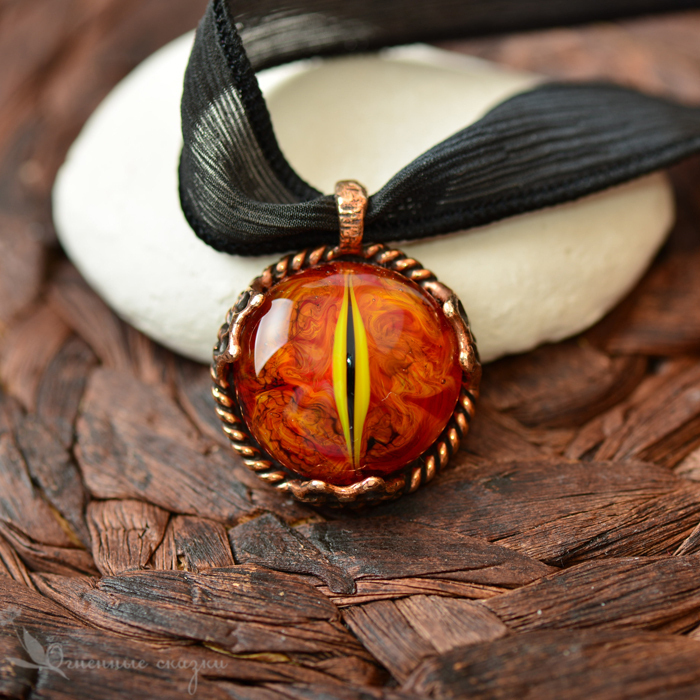 Pendant with a fiery eye. Glass lampwork beads, bronze, casting, dragon, flame, orange, red. The Eye Of Sauron. Gift for lovers of fairy tales, fantasy, JRR Tolkien.