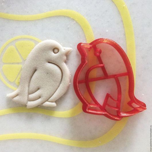 Птичка. Вырубка-штамп для пряников, печенья, мастики, изделий из соленого теста. Пример оттиска на соленом тесте.