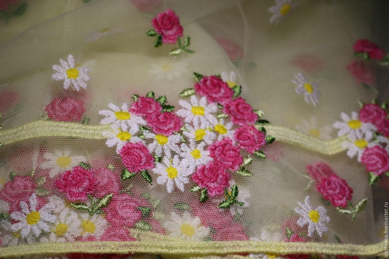 Платье с вышивкой на сетке 102