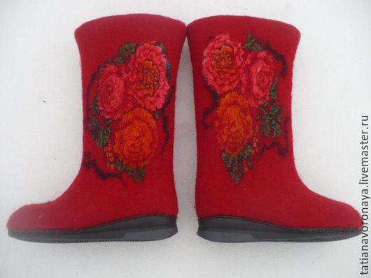 Обувь ручной работы. Ярмарка Мастеров - ручная работа. Купить Валенки ,, Зимняя красавица ,,. Handmade. Ярко-красный, валяная обувь
