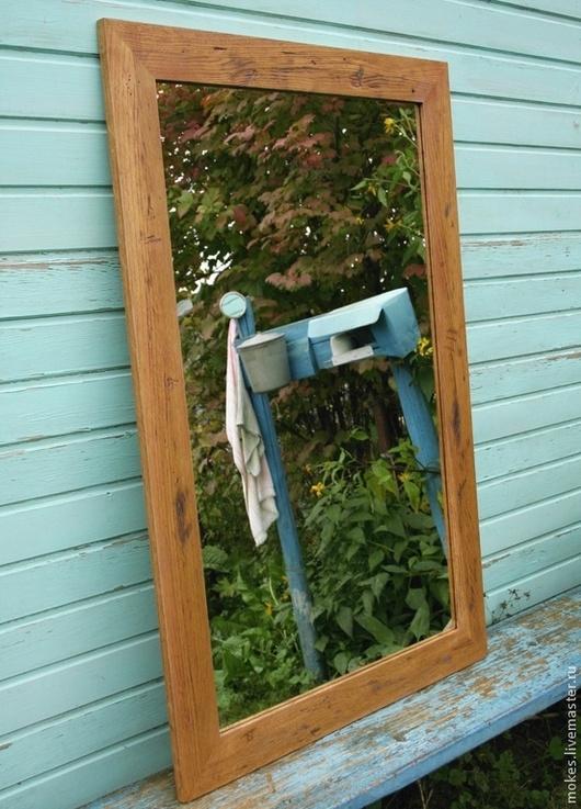 Состаренное настенное зеркало в раме из дуба