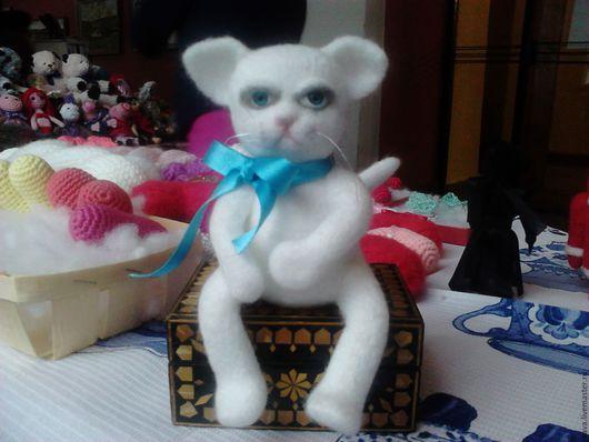 Новый год 2017 ручной работы. Ярмарка Мастеров - ручная работа. Купить Котяра, Заяц в шапке. Handmade. Белый, белая, кот