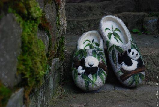 Обувь ручной работы. Ярмарка Мастеров - ручная работа. Купить Тапочки 44 «Панды». Handmade. Серый, шерсть 100%