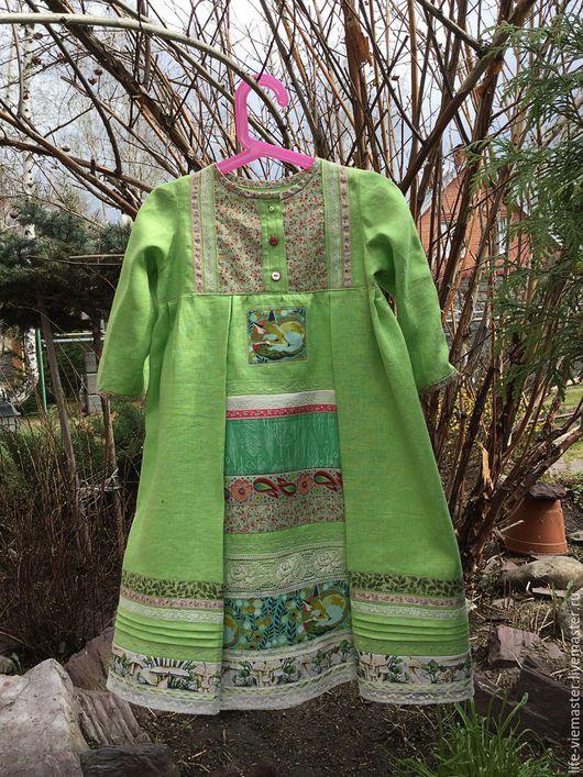 Платье `Сказка ` само расскажет о себе не одну сказку на смягченном льне нарисована настоящая сказка . Свободный фасон платья позволит ребёнку чувствовать красоту и комфорт .