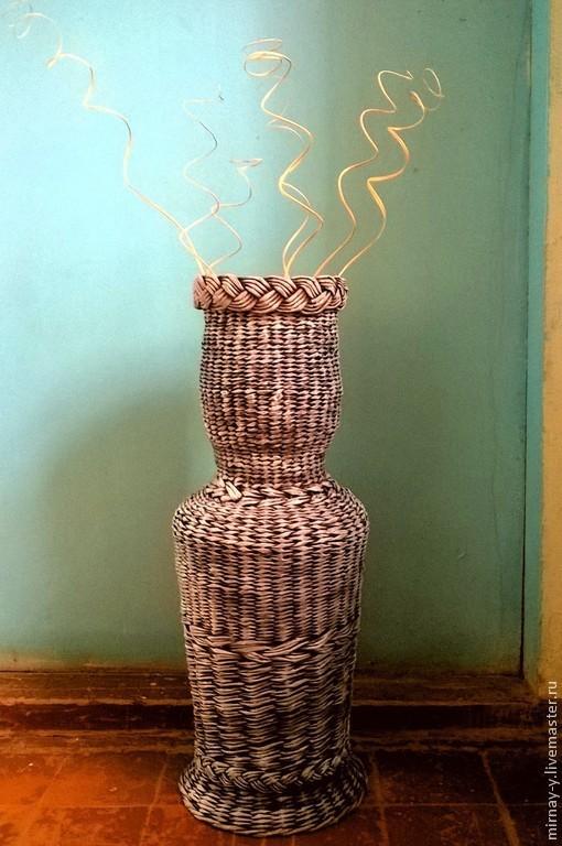 можно ставить живые цветы,в горлышко вазы установив 3-х литровую банку