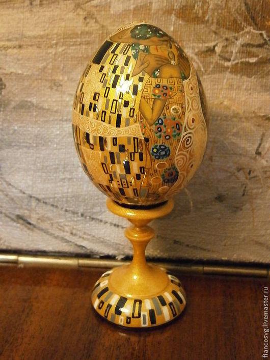 Available. Klimt styled egg The kiss. Яйцо в стиле Климт Поцелуй ручной росписи,размером с куриное яйцо. Лучшее сочетание цена-качество-размер.