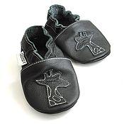 Работы для детей, handmade. Livemaster - original item Black baby moccsins,Kids soft sole, Giraffe black shoes. Handmade.