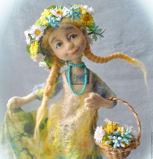 """Коллекционные куклы ручной работы. Ярмарка Мастеров - ручная работа. Купить Войлочная кукла """"Полевые цветы"""". Handmade. Зеленый, бисер"""