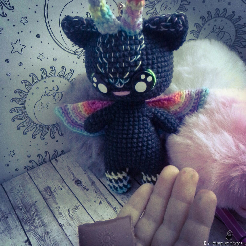 Котик игрушка брелок вязаный крючком на металлическом креплении