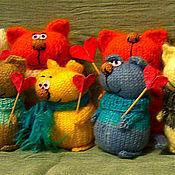 """Куклы и игрушки ручной работы. Ярмарка Мастеров - ручная работа Вязаные коты """"Мы дарим любовь"""". Handmade."""