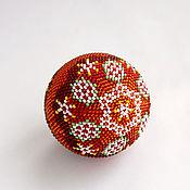 """Подарки к праздникам ручной работы. Ярмарка Мастеров - ручная работа """"Елочный шарик""""Красное кружево"""". Набор для вязания бисером. Handmade."""