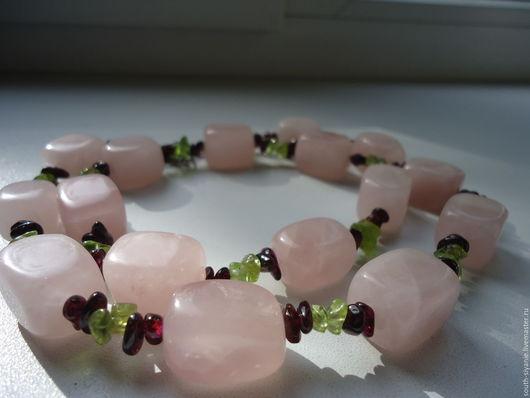 Колье, бусы ручной работы. Ярмарка Мастеров - ручная работа. Купить Бусы из розового кварца, граната, хризолита.. Handmade. Комбинированный