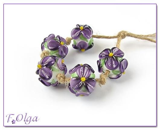 Для украшений ручной работы. Ярмарка Мастеров - ручная работа. Купить цветы фиолетовые на белом (бусины лэмпворк). Handmade. Бусины