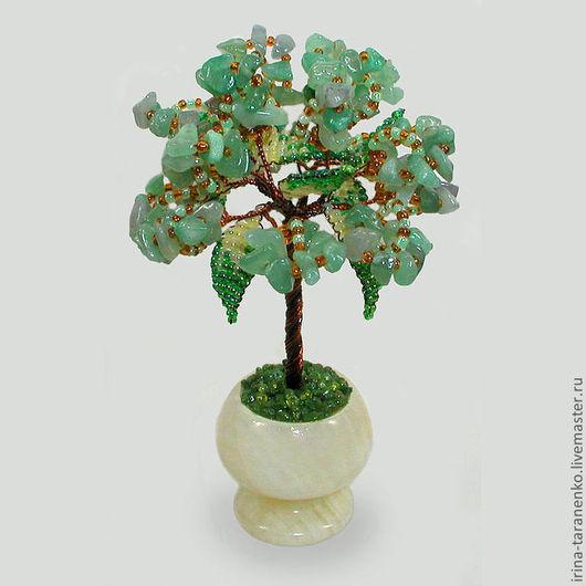 Миниатюрное дерево семьи из нефрита в вазочке из оникса