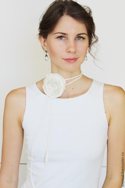 Свадебные украшения ручной работы. Ярмарка Мастеров - ручная работа. Купить 4 в 1: Белый цветок - колье, браслет, пояс, украшение для волос. Handmade.