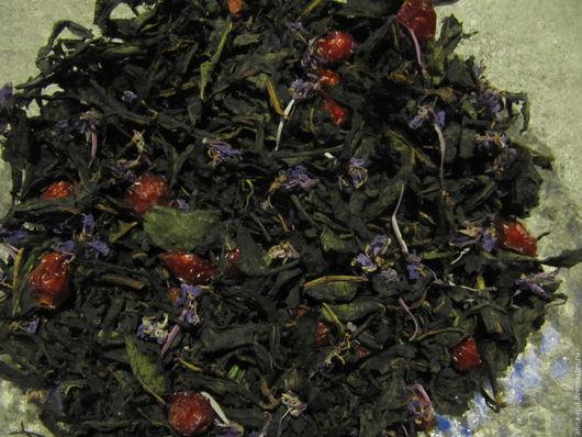 Иван-чай с цветочками, листом смородины и шиповником.