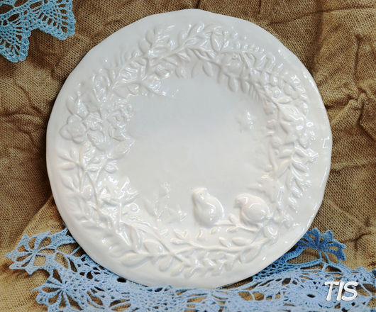 """Тарелки ручной работы. Ярмарка Мастеров - ручная работа. Купить Декоративная тарелка """"Цветы и птицы"""". Handmade. Белый, глиняная посуда"""