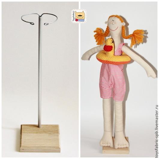 Куклы и игрушки ручной работы. Ярмарка Мастеров - ручная работа. Купить Подставка для кукол 10см из дуба деревянная с держателем (3Д10Х10Р). Handmade.