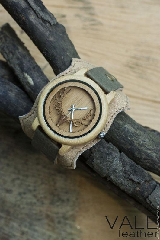 Часы деревянные наручные на браслете из экологичных материалов.