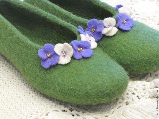 """Обувь ручной работы. Ярмарка Мастеров - ручная работа. Купить Тапочки для дома""""Луговые"""""""". Handmade. Зеленый, шерсть 100%, подарок"""